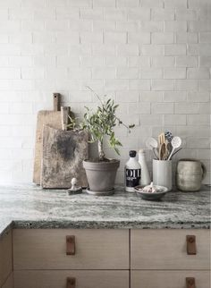 12 simple brick kitchen wall tiles inspiration for some cool looks that will make the kitchen area be neat and awesome too.