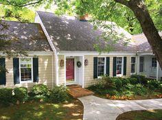 50 Ideas Exterior House Colors Ranch Cape Cod For 2019 Siding Colors For Houses, Exterior Paint Colors For House, Paint Colors For Home, Exterior Colors, Paint Colours, Yellow Brick Houses, Yellow House Exterior, House Shutters, House Siding