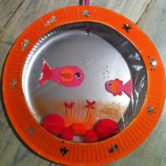 Vissenkom gemaakt van kartonnen bordjes. Paper Plate Art, Paper Plate Crafts, Paper Plates, Saint Patricks Day Art, Aquarium Craft, Ocean Theme Crafts, Mobiles, Mary Christmas, School Projects