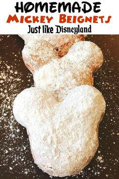 Homemade Mickey Beignets A fun recipe to make a favorite Disney treat at home! See how easy it is to make Mickey Beignets and a little bit of Disney magic! Disney Snacks, Disney Desserts, Disney Diy, Disney Magic, Disney Recipes, Disney Dishes, Disney Cakes Easy, Comida Disneyland, Best Disneyland Food