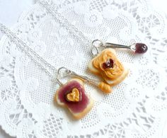 Peanut Butter Jelly Heart Necklace Set, Best Friend's BFF Necklace, Food Jewelry, Cute :D Bff Necklaces, Best Friend Necklaces, Friendship Necklaces, Cute Necklace, Friend Jewelry, Friend Bracelets, Jelly Hearts, Cute Snacks, Mini Things