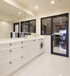 バスルームのエントランス洗面脱衣、癒しのパウダールームに変える収納力|SUVACO(スバコ)