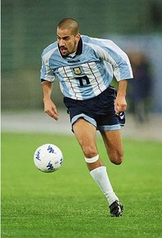 La Bruja Veron Diego Armando, Football Icon, Football Hall Of Fame, Soccer Ball, Play Maker, 1975, Images, Characters, Touch