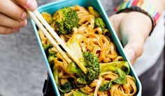 This vegan noodle recipe is packed full of bold Asian flavours and is perfect for a lunch on the go. Vegan Noodles Recipes, Noodle Recipes, Nadiya Hussain Recipes, Uk Recipes, Vegan Recipes, Dinner Recipes, Roast Dinner, Lunch To Go, Time To Eat
