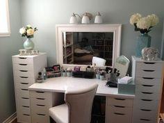 Måske lidt mere opbevaring omkring skrivebordet end... vanity using ikea storage drawers and tabletop
