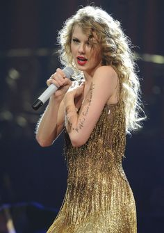 Taylor Swift performed while wearing her hair in a mass of cascading blond curls.