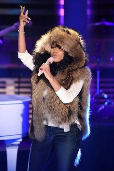 Loving this hooded vest that Nicki Minaj wore on Jimmy Fallon tonight! ♡♡♡ Yes Please!