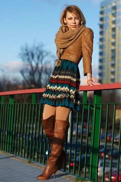 Beige ribbed wool tights, tall brown boots, multicolored patterned dress and light brown leather jacket Skirts With Boots, Mini Skirts, Wool Tights, Winter Tights, Boating Outfit, Street Style, Dress Images, Sexy Boots, Brown Dress