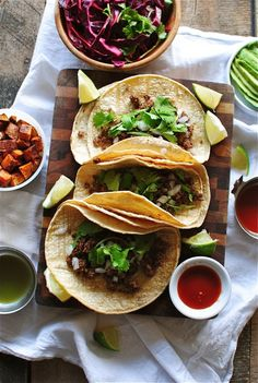 simple beef street tacos + 9 other delicious taco recipes for Taco Tuesdays. Read Recipe by rainbowdelish Beef Recipes, Mexican Food Recipes, Cooking Recipes, Healthy Recipes, I Love Food, Good Food, Yummy Food, Tasty, Great Recipes