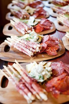 60 Smart and Creative Food Presentation Ideas - Food: Fingerfood, Partyfood - Appetizers for party Antipasto, Antipasti Platter, Plateau Charcuterie, Charcuterie Board, Snacks Für Party, Fall Snacks, Cheese Platters, Cheese Table, Party Platters