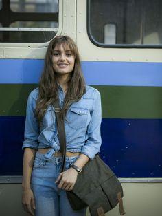 Roupa jeans de Alice garante visual estiloso e atemporal [Foto: Raphael Dias/Gshow]