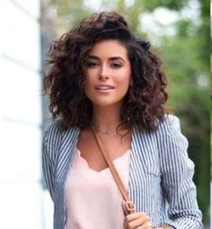 Bob Hairstyles 2018 - Short Hairstyles for Women : Latest Curly Bob Hairstyles and Cuts Bob Haircut Curly, Curly Hair Cuts, Short Curly Hair, Wavy Hair, New Hair, Short Hair Styles, Short Haircut, Thick Hair, Thick Curly Haircuts