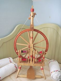 Elves and Shoemakers spinning wheel~~Love the red!