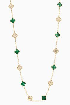 Малахит сезона: новинки Van Cleef & Arpels Necklace Designs, Jewellery Designs, Jewelry Box, Jewelry Accessories, Van Cleef And Arpels Jewelry, Shoulder Jewelry, Jewelry Design Drawing, South Sea Pearls, Love Bracelets