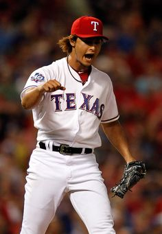 Dallas Morning News photographer G.J. McCarthy shares about the equipment and techniques he uses to shoot sports. (Yu Darvish of Texas Rangers baseball)
