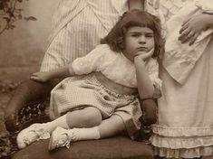 Frida Kahlo de nina, fotografia por su padre (detalle), nacio el 6 de julio de 1907 en la Ciudad de Mexico.