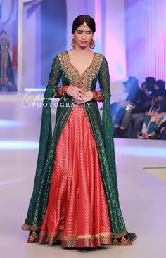 but in pink /magenta instead of green and full sleeves instead of these and dark red or dark green on the inside. Pakistani Couture, Pakistani Wedding Dresses, Pakistani Outfits, Indian Dresses, Indian Outfits, Pakistani Clothing, Royal Dresses, Lehenga, Anarkali