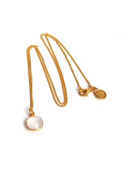 CUSHION NECKLACE GOLD, MOONSTONE | Necklace with squarish shaped moonstone and 18K gold plated sterling silver thin chain. Length: 48 cm.