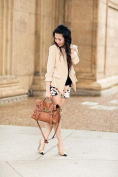 Perfect spring go to outfit.. I absolutely love   the color scheme here!