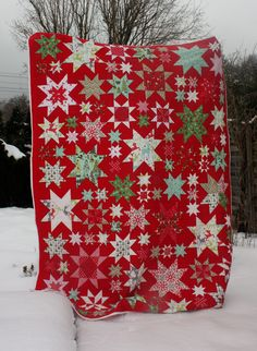 Christmas Quilt by Alex Eckert at Ideen Boutique at Flickr. From the Oh My Stars quilt along. For the quilt along see http://thoughtandfound.wordpress.com/2011/12/02/oms3/