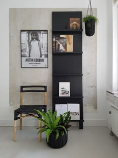 leaning picture rail--vosgesparis: New pictures and green stories from my home Black And White Decor, Decor, Furniture Design, Interior Inspiration, Interior, Apartment Design, Home Decor, Kitchen Cabinets On A Budget, House Interior