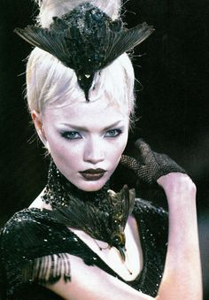 Jodie Kidd on the runway for Alexander McQueen with bird headpiece and necklace at Givenchy Haute Couture Fall 1997 . Alexander Mcqueen, Mcqueen 3, Dark Fashion, Fashion Art, Fashion Design, High Fashion, Style Fashion, Fashion Ideas, Fashion Inspiration