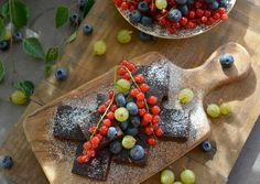 Supergod og sunn Brownie - bare sunne ingredienser og halvparten av kaloriene - Glutenfri og uten hvitt sukker - Franciskas Vakre Verden Dairy, Brownies, Cheese, Baking, Desserts, Food, Cake Brownies, Tailgate Desserts, Deserts