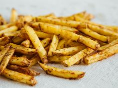A healthy alternative to deep fried French fries. These fries are baked to golden perfection and seasoned with a homemade cajun spice blend. Cajun Fries, Deep Fried French Fries, Easy Healthy Recipes, Easy Meals, Fries Recipe, Vegan Blogs, Food Goals, Cajun Recipes, Kochen