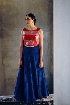 Ilkal handwoven contemporary clothing – Page 2 – shopdori Silk Saree Blouse Designs, Saree Blouse Patterns, Fancy Blouse Designs, Kurta Designs, Indian Designer Outfits, Designer Dresses, Lehnga Dress, Lehenga, Long Dress Design