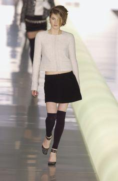 http://www.livingly.com/runway/Chanel/Paris Fashion Week Fall 2003/ptIF0ahsf-o