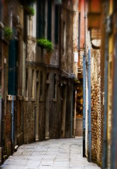 This stunning photo captures the exact essence of a Venetian side street. Italian Side, Italy Street, Ends Of The Earth, Walk This Way, Perfect World, Roman Empire, Venice Italy, Trip Planning, Street Photography