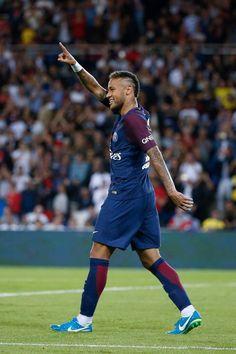 Neymar da Silva Santos Júnior, allgemein bekannt als Neymar oder Neymar Jr. Neymar 2017, Neymar Psg, Soccer Stars, Football Soccer, Football Players, Fc Barcalona, Neymar Jr Wallpapers, Paris Saint Germain Fc, Neymar Brazil