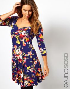 The cut of this dress is so flattering! #floral