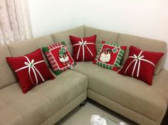 Christmas 2019 : Christmas decorations 2019 - 2020 that you can make with felt - Trend Today : Your source for the latest trends, exclusives & Inspirations Christmas Sewing, Christmas Projects, Christmas 2019, Christmas Home, Christmas Cushions, Christmas Pillow, Felt Christmas Decorations, Christmas Ornaments, Pillows