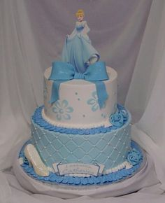 Cinderella Iced in BC; edible image on top, stenciled BC flowers on top tier, choc shoe, lots of disco dust. Cute Cakes, Pretty Cakes, Beautiful Cakes, Yummy Cakes, Disney Themed Cakes, Disney Cakes, Theme Cakes, Cinderella Party, Cinderella Cakes