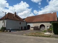 Sur 7910 m², ensemble de deux fermes - 128 000 €