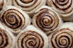 One Bowl Whole Wheat No Knead Cinnamon Rolls {vegan} | Sprinkle with Salt