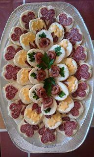 Iti poti impresiona musafirii cu cele mai frumoase 106 de idei pentru a realiza un delicios aperitiv. ♦๏~✿✿✿~☼๏♥๏花✨✿写☆☀🌸🌿🎄🎄🎄❁~⊱✿ღ~❥༺♡༻🌺<SA Feb ♥⛩⚘☮️ ❋ Meat Trays, Food Platters, Meat Platter, Appetizers For Party, Appetizer Recipes, Charcuterie Platter, Good Food, Yummy Food, Food Garnishes