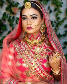 In general, the bride should spend just as much time choosing the appropriate bridal jewelry as she does her choice of bridal gown. Bridal Portrait Poses, Bridal Poses, Bridal Photoshoot, Indian Bridal Outfits, Indian Bridal Fashion, Indian Bridal Makeup, Asian Bridal, Rajasthani Bride, Rajasthani Dress