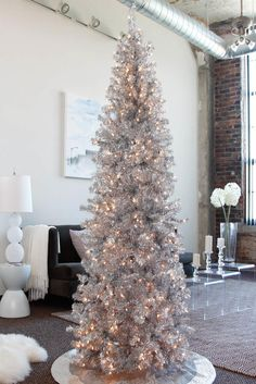 Are you in lookout of some Christmas indoor decoration? Then ave a look at our indoor Christmas decoration ideas below! You'll be bowled over by it.