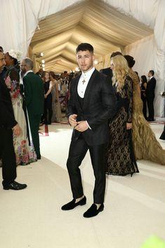 Met Gala 2018 Red Carpet Photos: Rihanna, Katy Perry and Madonna Nick Jonas Pictures, Mens Trends, Joe Jonas, Jonas Brothers, Celebs, Celebrities, Sexy Men, Hot Men, Famous Faces