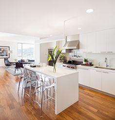 Atwater Place: Guggenheim Architecture + Design Studio Modern all-white kitchen