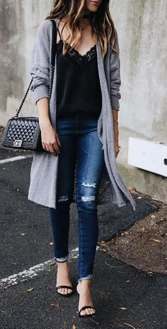 Casual long grey cardigan fall outfit (Best Boyfriend Who What Wear) Outfits With Grey Cardigan, Long Grey Cardigan, Long Cardigan Outfit Summer, Loose Sweater, Cardigan Fashion, Long Sweater Outfits, Cardigan Sweater Outfit, Boyfriend Cardigan Outfit, Batwing Cardigan