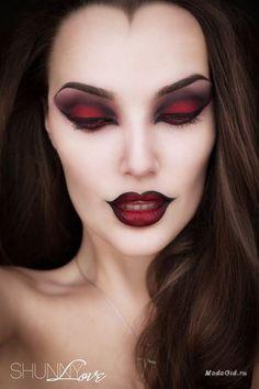Подробные мастер-классы самых популярных и устрашающих образов для Хэллоуина 2016.