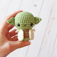 Projects Disney May the fourth be with you! Happy Star Wars Day from my newest creation, Baby Yoda! 💚 Whether you love or hate Star Wars, you have to… Star Wars Kawaii Crochet, Cute Crochet, Crochet Crafts, Yarn Crafts, Crochet Projects, Crochet Baby, Star Wars Crochet, Crochet Stars, Crochet Animal Patterns