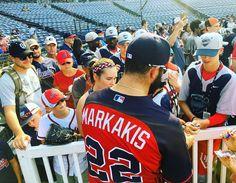 Nick draws a crowd ✍
