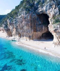 Praia de Cala Luna, Sardenha, Itália See the world ~~ Vacation Places, Italy Vacation, Dream Vacations, Vacation Spots, Italy Travel, Places To Travel, Places To See, Travel Destinations, Vacation Packages
