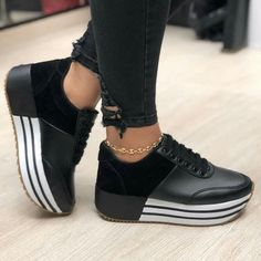Ridiculous Tips Can Change Your Life: Louboutin Shoes Prom new balance shoes leather.New Balance Shoes Neon. Basket Style, Le Tennis, Tennis Rules, Tennis Gear, Baskets Nike, Latest Shoe Trends, Yeezy Shoes, Shoes With Jeans, Summer Shoes
