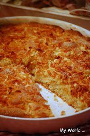 My World: Úúúžasnýýý koláč s jablky a skořicí :o)  1 hrnek polohrubé mouky 1 hrnek hladké mouky 3/4 hrnku cukru krupice (já používám hnědý cukr) 1 vanilkový cukr 1/2 prášku do pečiva 1 hrnek mléka 3/4 hrnku oleje 1 vejce