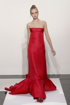 Valentino Couture Spring 2007 - The Most Mind-Blowing Couture Gowns of the Last Five Years - StyleBistro